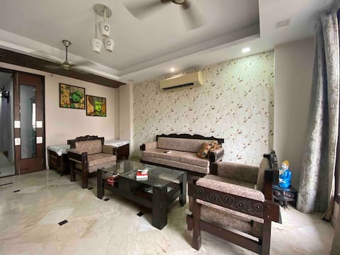 Lovely 3-bedroom serviced apartment in South Delhi
