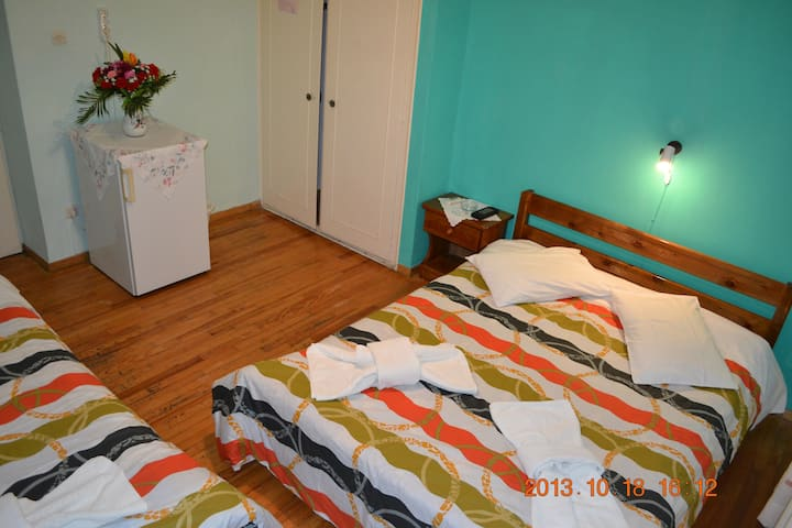 Manos rooms Ermoupolis room for 2