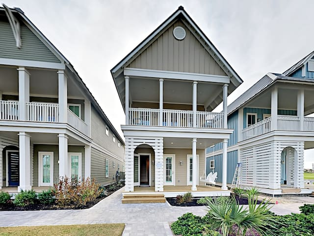 Enjoy supreme indoor/outdoor living space at this 2-level Gulf getaway.