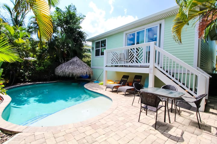 Relaxing beach retreat for summer vacation! 3 bedroom, private pool, near beach!