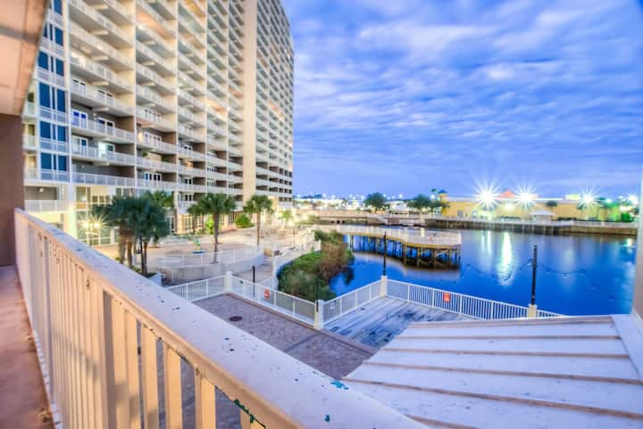 Laketown Wharf 124! 2 BD, 2 BA, Amazing View, And Great Location!