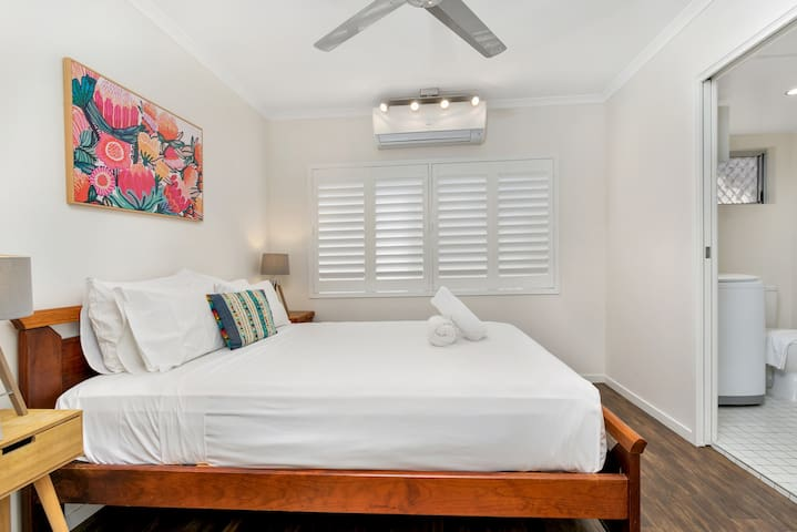 Enjoy a plush night sleep with air conditioning, a ceiling fan and hotel-quality linen.