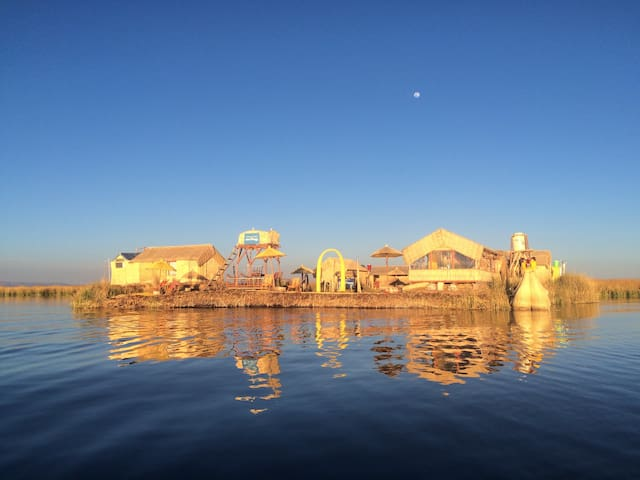 Uros Titicaca Lodge floating island - Puno