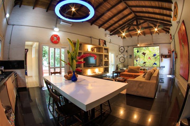 Casa Beija-Flor, piscina, ar cond, 400m da praia
