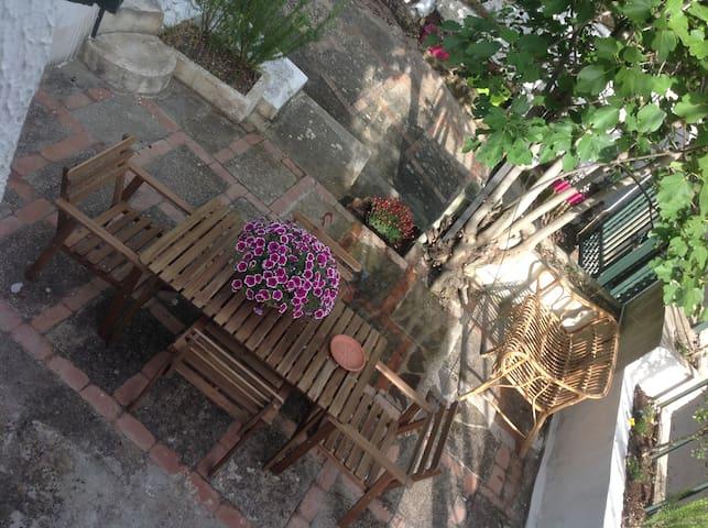 Casa indipendente con ampio giardino a Capaccio - Capaccio - Hus