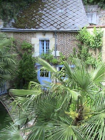 Le Boissier : chambre semi-troglodyte indépendante - Troo - Guesthouse
