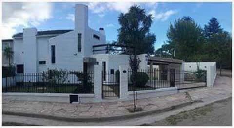 Casa en Carlos Paz, barrio Costa Azul.