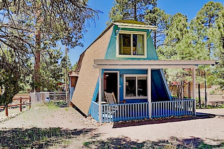 Sparkling-Clean Retro 2 Bed/1 Bath A-Frame with AC