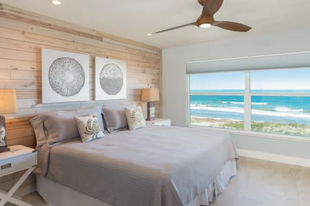 Ocean-Front Penthouse, Private Beach Access!