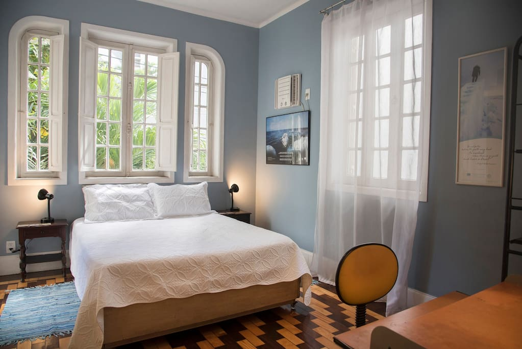 Chambre lumineuse priv e dans une maison familiale for Louer une chambre sans fenetre