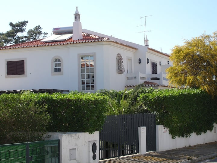 Lovely 4 bed 3 bath villa with pool close to beach