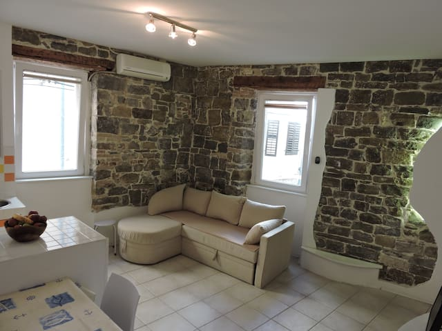 Piran, charming apartment 30 meters from the sea !