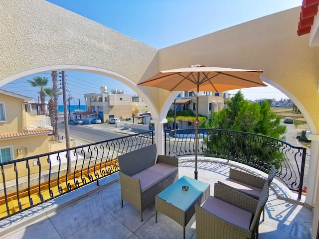 Bella Ciao Beach 1bdr Apartment with Sea View
