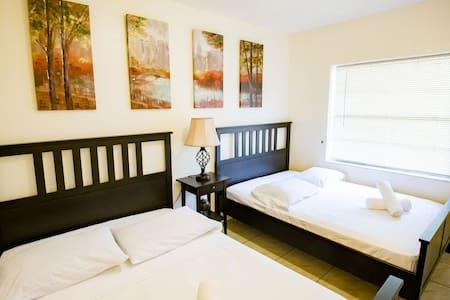 Modern 2 Bedroom in Trendy Wynwood Art District