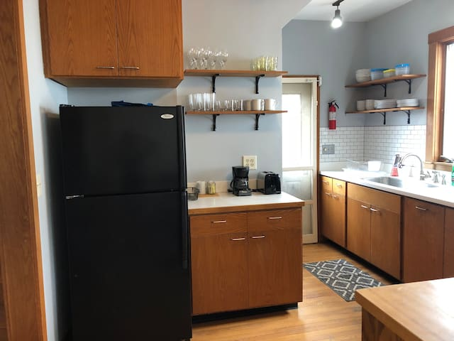Collegetown Home - Walk to Cornell / Free Parking