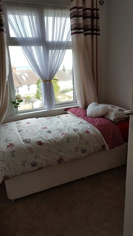 1 single bedroom short distance from airport - Luton - Penzion (B&B)