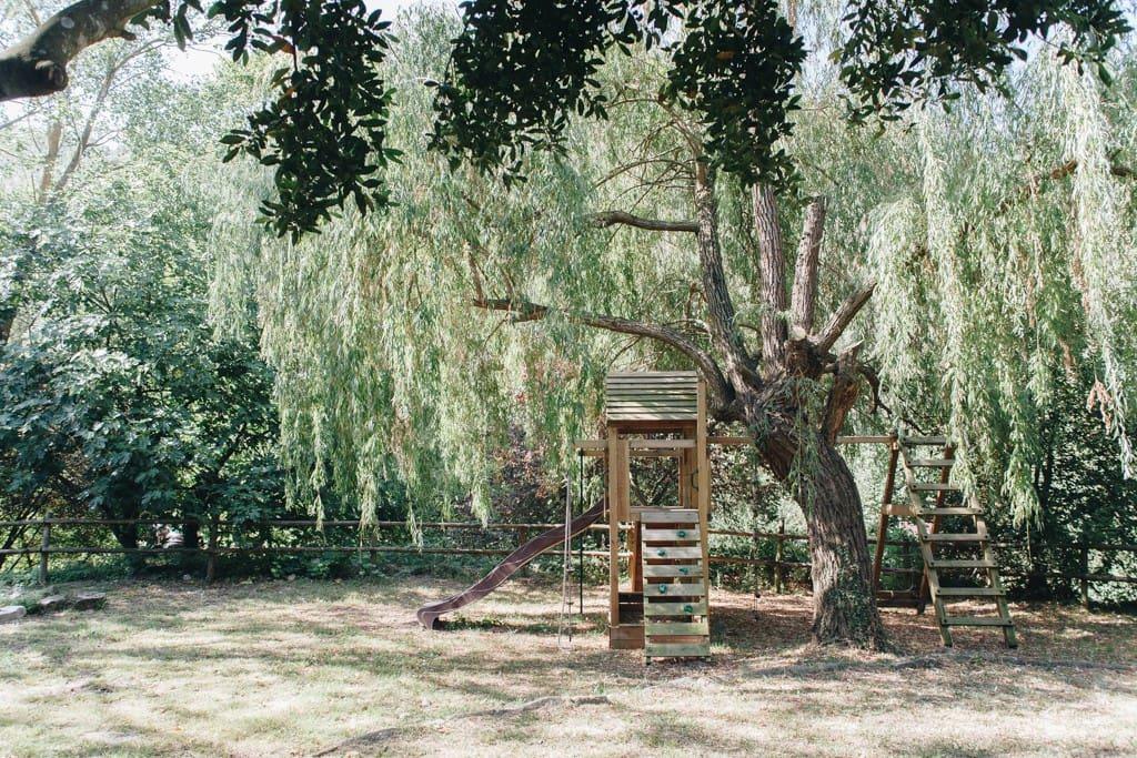 Parque infantil en el jardín