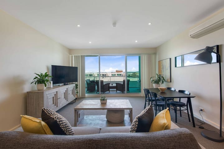 PORT ADELAIDE DELUXE 1BR APT with WATER VIEWS