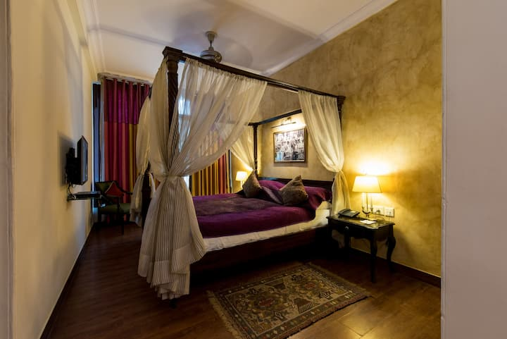 Beautiful Club room with King Bed in a Palace!