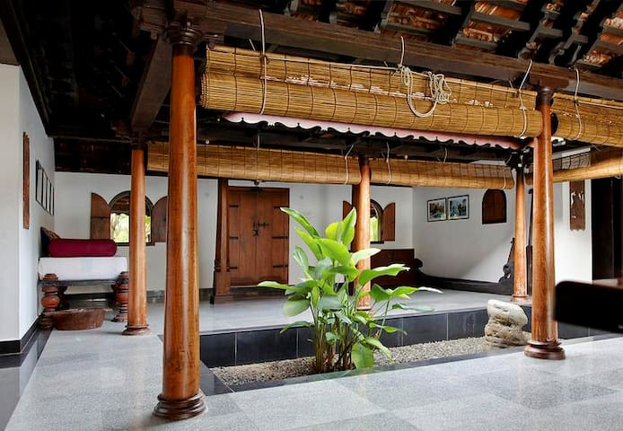 Private room near Kuttanadu Backwaters - Changanassery - Huis