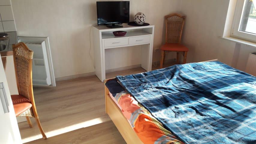 1 Zimmer mit Bad, Flur und Pantry Küche