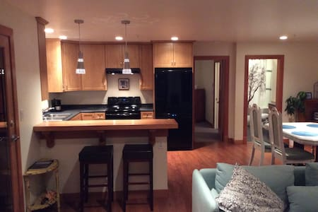 Fairway Lane Suite - Bowen Island