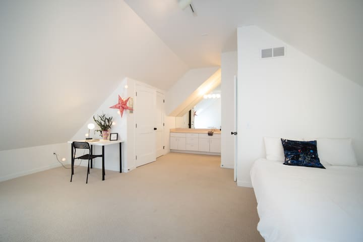Loft Area. 2 Twin Beds, 1 Full Bed, Desk work area, Toys and Full Bath with Shower