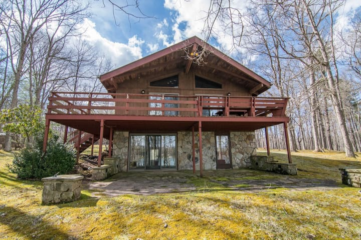New Lakefront home with private dock slip, fire pit, hot tub and fireplaces!