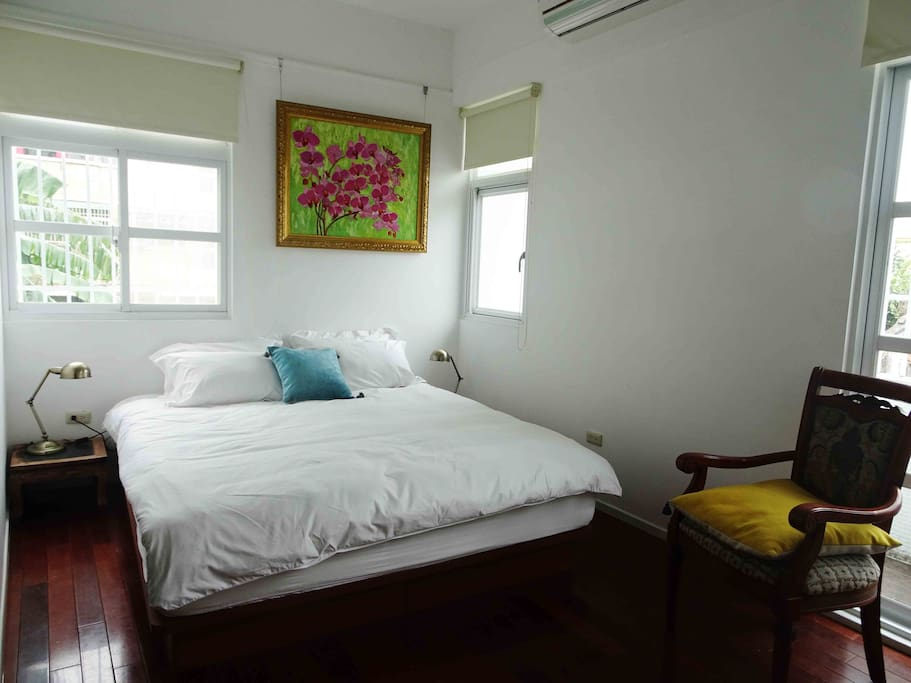 The North Wing Bedroom: bed with Egyptian cotton beddings