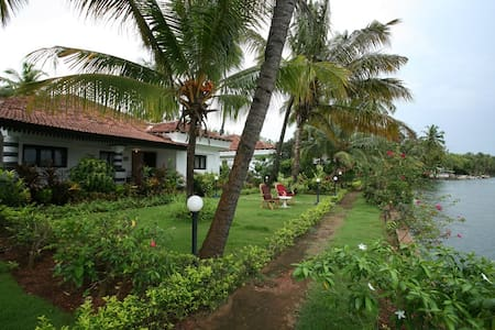 Luxury River Side Villa South Goa - Huvila