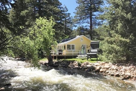 Cozy Cottage on the St. Vrain River near Raymond
