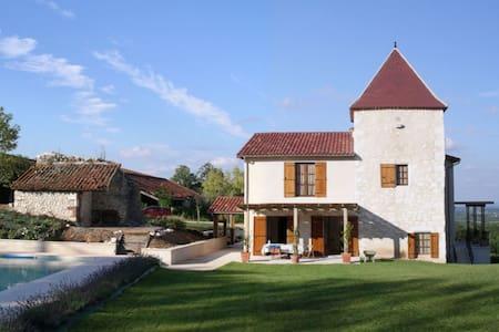 Villa avec belle vue sur la vallée du Lot. - Villeneuve-sur-Lot - วิลล่า