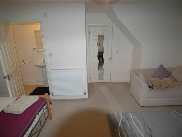 Double Deluxe En Suite Room 2