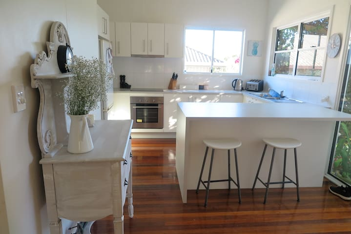 Beautifully renovated cottage Noosa Area - Tewantin
