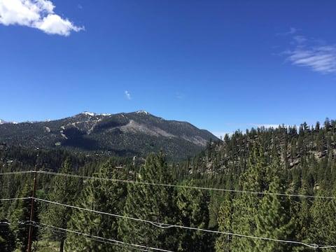 Tahoe Mountain View Home: Top floor 2 bed/bath apt
