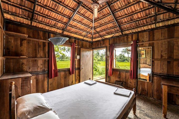 Joe's Farm Cottage with Basic Modern Amenities