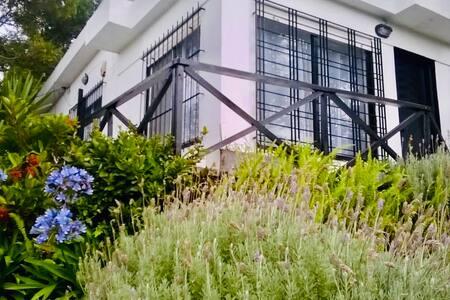 Casa Moderna e Íntima en Villa Gesell Centro