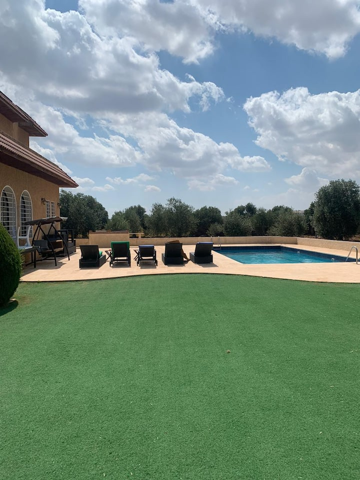 Spacious Farm in an ideal location, pool and sport