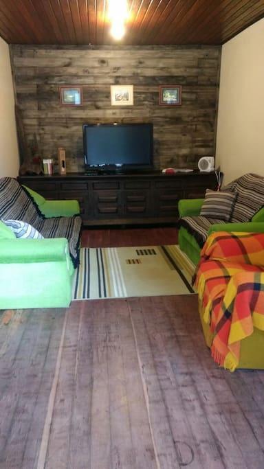sala TV 42 polegadas, sofa 2 e 3 lugares, poltrona do papai