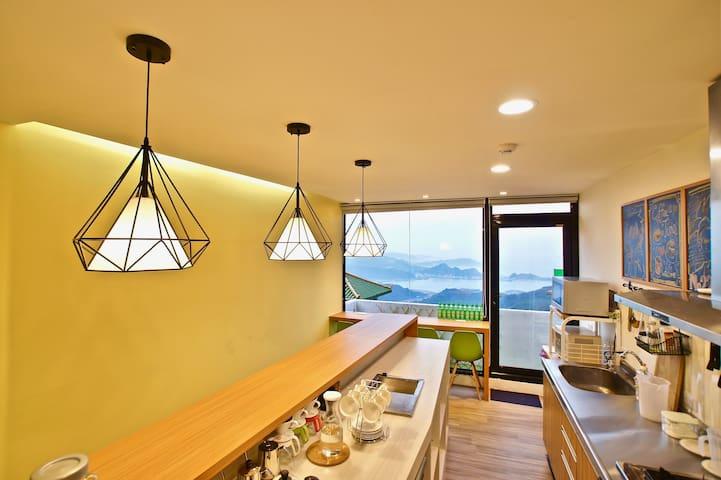 九份 Hostel/(E)混背包客4张床位 免费早餐现场制作还有百万山海美景
