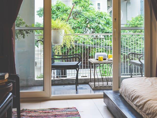 Gallop Apt ♘Iron Horse♘ Balcony Studio Suite