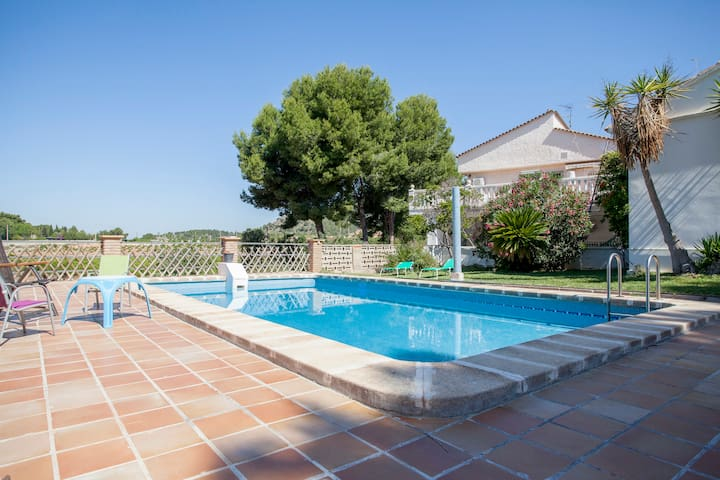 IDEAL FAMILIES, GROUPS - NEAR VALENCIA & BEACH