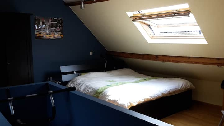 Large loftstyle bedroom close to Brussels  for 4 p