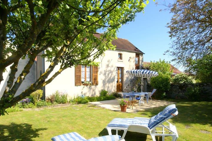 Beautifully renovated holiday home with numerous amenities near Marcenay