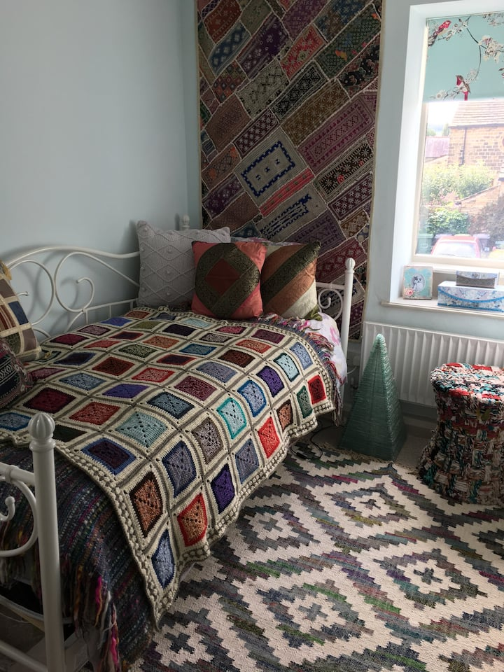 Single room, in stylish cottage inc. free breaky!
