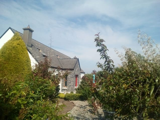 Cosy Country House 10mins Drive from Galway City