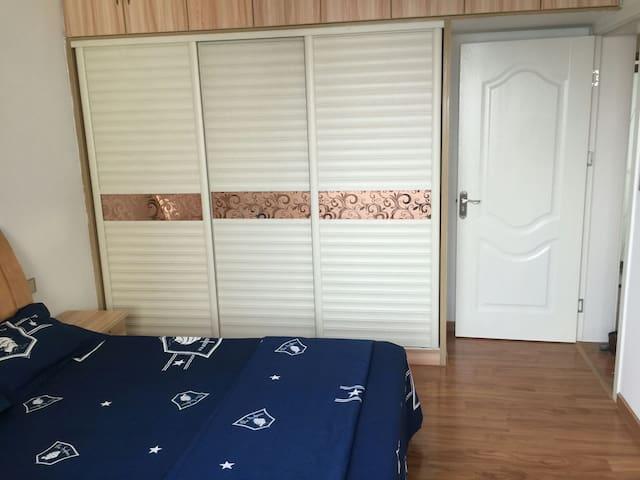 徐东阳光次卧1.8米大床房,近销品茂,家具家电齐全, 自助入住 - Wuhan - Apartemen