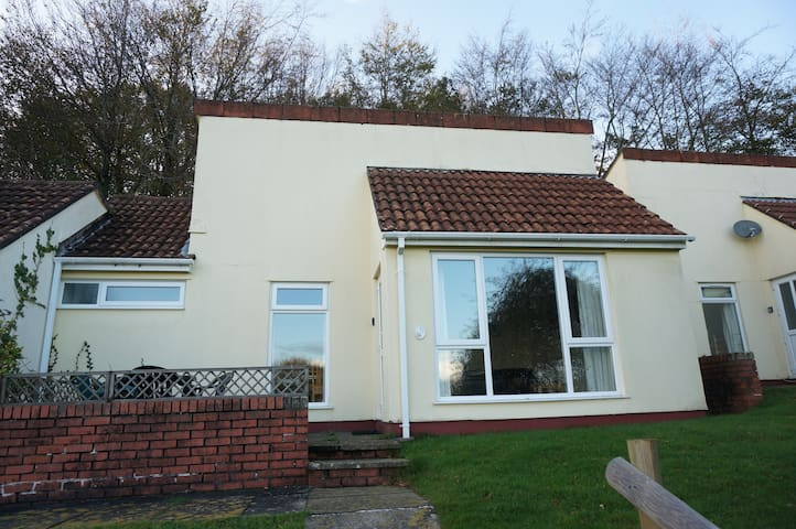 Quiet Holiday Bungalow nr Devon & Cornwall border