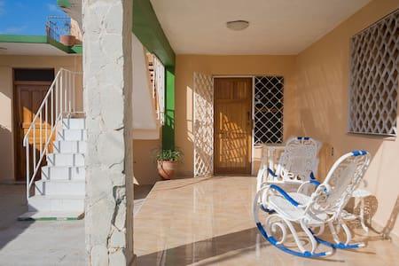 Casa Yojaida 2 BDR Villa in Guanabo 5min to beach - La Habana