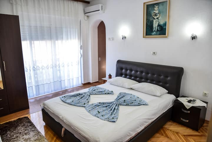 Casa Sinani-Bedroom